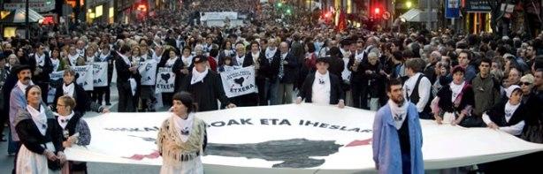 Miles-personas-manifiestan-favor-presos-ETA