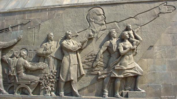Lenin.guiando.pueblo