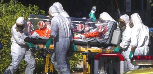 sacerdote-ebola